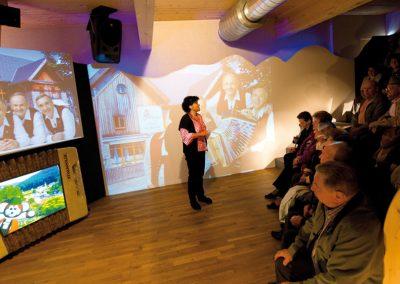 Mediashow mit lustigem Kurzfilm mit Sitzplätzen für bis zu 50 Personen