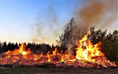 Brauchtumsfeuer zu Ostern